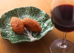 干しタラのコロッケ2個 + グラスワイン